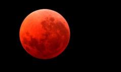 red-moon-arab-saudi
